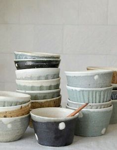 the modern pottery studio — paper-clay: Lovely spotted handmade bowls. Ceramic Pottery, Ceramic Art, Ceramic Bowls, Slab Pottery, Pottery Bowls, Pottery Ideas, Earthenware, Stoneware, Japanese Pottery