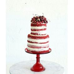 Celebrating the end of the week with some red velvet naked cake ❤ for a magazine…
