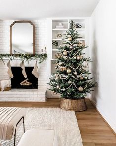 These 20 minimalist Christmas decor DIYs are perfect for bringing some holiday decorations into your home without feeling like Christmas exploded in your living room in a frenzy of glitter and pine needles. Noble Fir Christmas Tree, Noel Christmas, Christmas Tree Simple, Minimalist Christmas Tree, Minimal Christmas, Bead Garland Christmas Tree, Scandinavian Christmas Trees, Live Christmas Trees, Christmas Tree Inspo