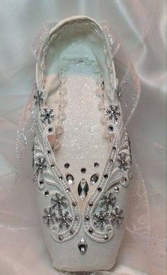 "Nutcracker Snow Queen/Snowflake in white. Frozen ""ice"" crystals, snowflakes, and… Pointe Shoes, Toe Shoes, Ballet Shoes, Ballerina Slippers, Zapatillas Adidas Superstar, Dance Crafts, Ballet Crafts, Ballet Feet, Rose Bonbon"
