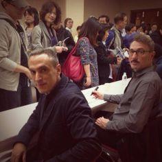 SALVO a Tokyo: Fabio e Antonio firmano autografi con la delegazione italiana