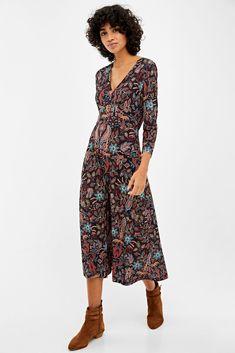 Vestido escote pico botones | Vestidos | Springfield Color Negra, Jumpsuit, Shorts, Vintage, Collection, Dresses, Trends, Style, Fashion