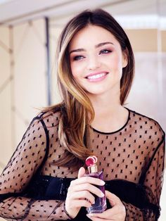 Models, they're not just like us: We talked to Miranda Kerr about her infamous beauty routine 42 13 Beautiful Models, Most Beautiful Women, Head Band, Miranda Kerr Style, Australian Models, Trendy Hairstyles, Dark Hair, Girl Crushes, Fashion Beauty