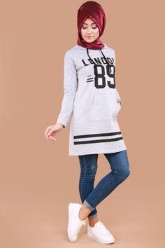 ** SONBAHAR / KIŞ ** Kanguru Cepli Tunik Gri Ürün Kodu: TKM2583 --> 29.90 TL Hijab Style Dress, Hijab Chic, Hijab Outfit, Hijab Fashion, Girl Fashion, Womens Fashion, Sports Hijab, Mode Hijab, Sport Wear