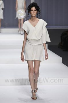 Hiroko Koshino - Ready-to-Wear - Runway Collection - Women Spring / Summer 2015 - See more at: http://firstview.com/collection.php?p=25&id=40449&of=44#sthash.0fv6bAAO.dpuf