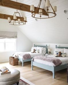 How gorgeous is this children's bedroom 😍. The ceiling, wall panels, exposed beams and those stunning chandeliers really make this room… - Home Decoration Home Bedroom, Girls Bedroom, Bedroom Decor, Bedroom Lighting, Modern Bedroom, Bedroom Wall, Beach Cottage Bedrooms, Bonus Room Bedroom, Bed For Girls Room
