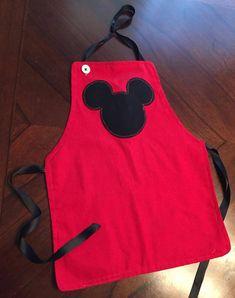 Delantal de niño Mickey Mouse por SewStokedLittles en Etsy                                                                                                                                                                                 Más