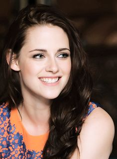 Kristen Stewart ... she has one of the most beautiful smiles <3