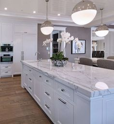 Elegant White Kitchen Design And Layout Ideas 43