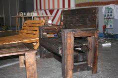 Briconatur organiza las Olimpiadas del bricolaje 2012. Banco, mesa y tumbona realizados con palets reciclados.