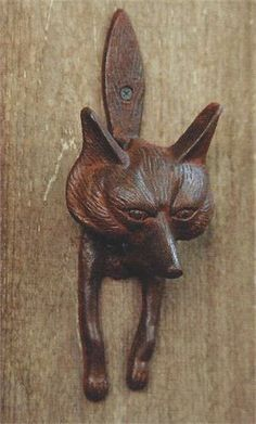 Fantastic fun FOX door knocker, made from solid cast iron. Fox door knocker finished in a rust patina.