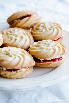 vegan christmas cookies Weihnachtspltzchen Vegan Viennese Whirls Wall Flower Kitchen: You absolutely need to bake all these delicious vegan Christmas cookies! They are scrumptious, delicious and EVERYONE will love them! British Desserts, British Baking Show Recipes, British Bake Off Recipes, Baking Recipes, British Biscuit Recipes, Scottish Recipes, Vegan Recipes, Great British Bake Off, Köstliche Desserts
