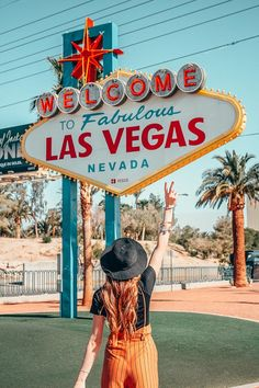 Las Vegas on a Budget: A Massive Local's Guide to Sin City on the Cheap <br> A local's guide to Las Vegas on a budget! Where to stay, when to go, the best FREE things to do in Las Vegas. It's everything you need to visit Las Vegas on a budget! Las Vegas Sign, Visit Las Vegas, Las Vegas Nevada, Welcome To Vegas Sign, Las Vegas Blvd, Las Vegas Travel Guide, Las Vegas Vacation, Trips To Las Vegas, Italy Vacation