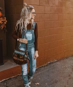 Denim on denim! This is one of my favorite and the timeless outfit idea. Look Fashion, Denim Fashion, Fashion Outfits, Womens Fashion, Modest Fashion, Hipster Fashion, Hipster Style, Fashion Black, Petite Fashion
