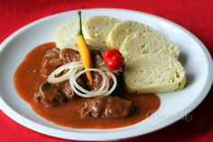 Old Bohemian goulash - Staročeský guláš Czech Recipes, New Recipes, Cooking Recipes, Ethnic Recipes, Easy Recipes, Soups And Stews, Thai Red Curry, Pesto, Ham