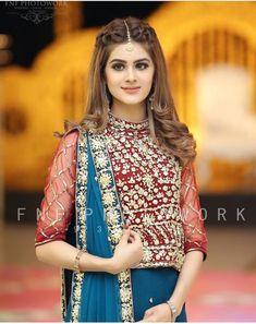 So hübsch 😍😍 Erfasst von spp spf - Beautiful Hairstyle Pakistani Bridal Hairstyles, Bridal Hairstyle Indian Wedding, Mehndi Hairstyles, Pakistani Bridal Makeup, Bridal Mehndi Dresses, Bridal Hair Buns, Pakistani Wedding Outfits, Bridal Dress Design, Wedding Hair Down