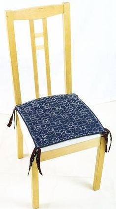 If you already sashiko stitch, then you know sashiko stitching is addictive. Happily, it also washes and wears well for household use, so you can make everyday functional items and let the family eat on them, sit on them, even walk on ...