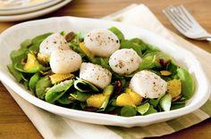 Recette de Salade d'hiver saint-jacques-ananas. Facile et rapide à réaliser, goûteuse et diététique. Ingrédients, préparation et recettes associées.