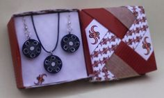 Parure collana e orecchini collezione Spaceflowers. Earrings and necklace set, Spaceflowers Collection.