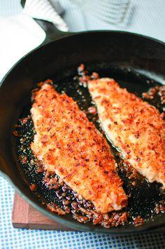 Onion-Crusted Catfish - - Peixe-gato com crosta de cebola - Seafood Dishes, Fish And Seafood, Seafood Recipes, Lobster Recipes, Cajun Recipes, Pasta Dishes, Baked Catfish Recipes, Pan Fried Catfish, Pecan Crusted Catfish Recipe