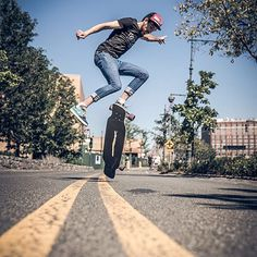 Morniiiiiiiiiiing!! @sergiovaldehita in NY by @unai_bellamy  #goatlongboards #uzume #newyork #newyorkcity #dance #dancing #longboarddancing #longboard #longskate #lolailos #lonboarding #skate #skatelife #longboarder