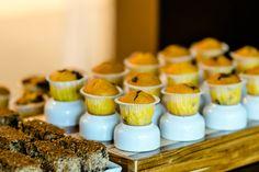 Destaque do serviço de café da manhã corporativo - bolinhos de laranjas deliciosos