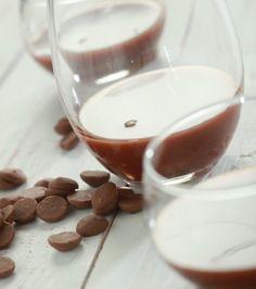 Σάλτσα με σοκολάτα γάλακτος και καραμέλα   Γιάννης Λουκάκος Panna Cotta, Pudding, Chocolate, Fruit, Cooking, Sweet, Ethnic Recipes, Desserts, Food
