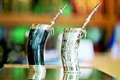 Los paraguayos beben su frío de compañero, llamado Terere