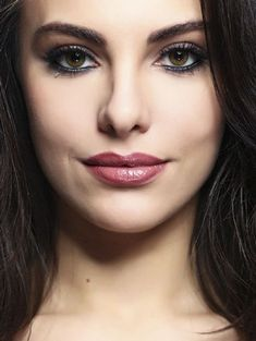 TUrkish drama actress - Tuvana Türkay