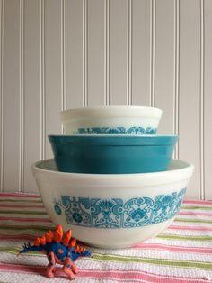 Blue Horizon Pyrex Mixing Bowls Nesting Set by BigLickVintage - I so love vintage bowls ;)