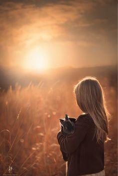İstediğin şeyler olmuyor diye üzülme. Ya da yaşadığın bir çok şeyi hak etmediğini düşünüp isyan etme. Her şeyin bir zamanı vardır ve her şey olacağına varır. Gün gelir asla unutmam dediğin hiç bir şeyden eser kalmaz aklında. Sen bile unutursun yaşadığın her şeyi zamanla. Ama YARADAN asla unutmaz!!! Ya bir şeylerin karşılığını alırsın ya da bir şeylerin bedelini ödersin. Unutma ki hiç bir şey karşılıksız kalmaz...