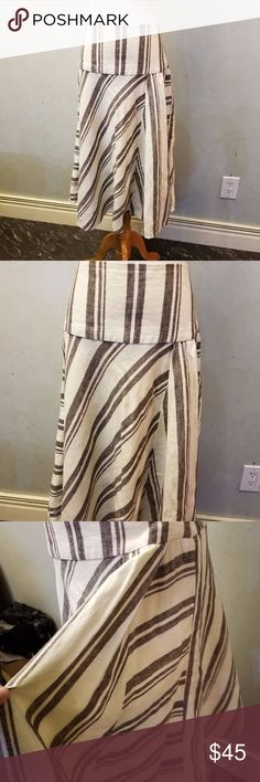 GAP linen skirt In perfect condition 100% linen skirt has an extra side flap shown in the last pic GAP Skirts Midi