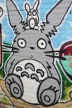 Are you a Totoro fan? Do you love Totoro as much as we do? Street Art, Studio Ghibli Movies, My Neighbor Totoro, Hayao Miyazaki, Cute Anime Couples, Chalk Art, Cute Characters, Urban Art, Kawaii Anime