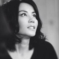Nacida en Pekín pero afincada en Hong Kong desde sus inicios como cantante, Faye Wong (Wang Fei) es la diva por excelencia de la música pop en China, con decenas de millones de copias vendidas de sus discos en cantonés y mandarín. De manera esporádica y muy selectiva, ha participado como actriz en algunas películas.