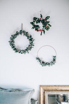 DIY couronnes de Noël en eucalyptus ou houx.