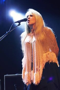 Stevie singing onstage, looking as lovely as ever with her golden hair tumbling down onto her beaded and heavily fringed apricot-coloured  shawl   ♫♥❤♥♫