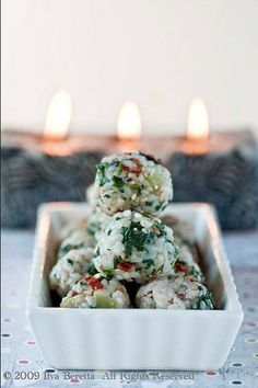 Mediterranean Rice balls - Gluten-free Finger Food by Lucullian Delights One Bite Appetizers, Appetizer Recipes, Delicious Appetizers, Tapas, Antipasto, Rice Balls, Crab Cakes, Appetisers, Biryani