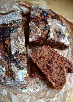 pane dolce con cacao, cioccolato e uvetta