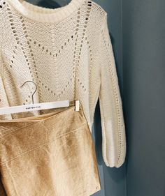 Party | Feest | Going Out | Cosy | Casual | Sweater | Skirt | Trui | Rok | Goud | Gold | Beige | Leather | Leer | Harper & Yve | Inspiration | More On Fashionchick