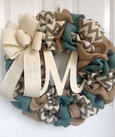 Burlap Magnolia Wreath - Personalized 2 Burlap Wreath Tutorial: Denim and Dots Cottage DecorBurlap Wreath Tutorial: Denim and Dots Cottage DecorSimple DIY burlap wreaths that will make your neighbors jealous!Simple DIY burlap wreaths that will Diy Christmas Decorations, Christmas Crafts, Diy Door Decorations, Prim Christmas, Xmas, Burlap Crafts, Wreath Crafts, Diy Wreath, Wreath Ideas