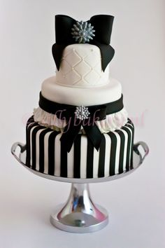Weddingcake black and white By sillybakery on CakeCentral.com