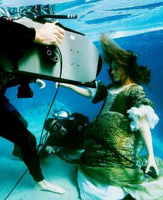 Keira knightly under the water durning the filming of 'Pirates of the Caribbean the Curse of the Black Pearl'