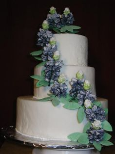 bluebonnet wedding cake. Not planning another wedding (although had considered Texas Independence Day as a date) - just think this cake is adorable