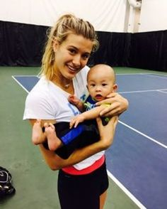 #spreadthelove #loveistheanswer  Photo/Foto: @geniebouchard  #eugeniebouchard #geniebouchard #genie #bouchard #hug #love #fan #babyfan #nike #babolat #canada #kid #tennis #tenis #atp #wta #tennisplayer #grandslamfinalist #peace #paz #allyouneedislove #smile #fans #tennisfan #sweet