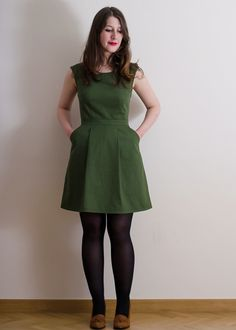Pretty sewing patterns - Belladone dress (Deer and Doe) This Dress looks lovely! Some tricky bits to it though.