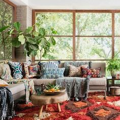 53 Ideas House Boho Decor Bohemian Living For 2019 Living Room Windows, Living Room Colors, Rugs In Living Room, Living Room Decor, Apartment Interior Design, Interior Design Living Room, Living Room Designs, Apartment Ideas, Interior Livingroom