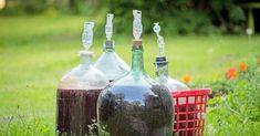 Jak zrobić domowe wino Irish Cream, Preserves, Whiskey Bottle, Food And Drink, Canning, Christmas Ornaments, Drinks, Holiday Decor, Jars