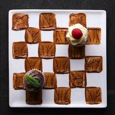 Delicious Dessert Plate SoYummy 😍😍 – Food And Drink Decoration Patisserie, Food Decoration, Food Plating Techniques, Delicious Desserts, Dessert Recipes, Creative Food Art, Cake Decorating Videos, Good Food, Yummy Food