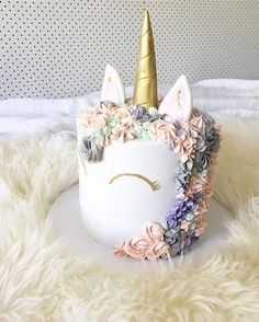 When unicorn is all I need. Prettiest cake by @lapetitepops and thank you @weddedwonderland for sending me this beauty. Love you girls ☁️ xoM #sweettoothforever