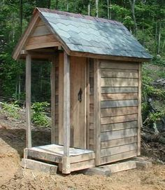 Timber Frame Outhouse Plans in Timber Framing/Log construction Outhouse Bathroom, Shed Frame, Outdoor Toilet, Pump House, Outdoor Bathrooms, Cabin In The Woods, Composting Toilet, Backyard Sheds, She Sheds